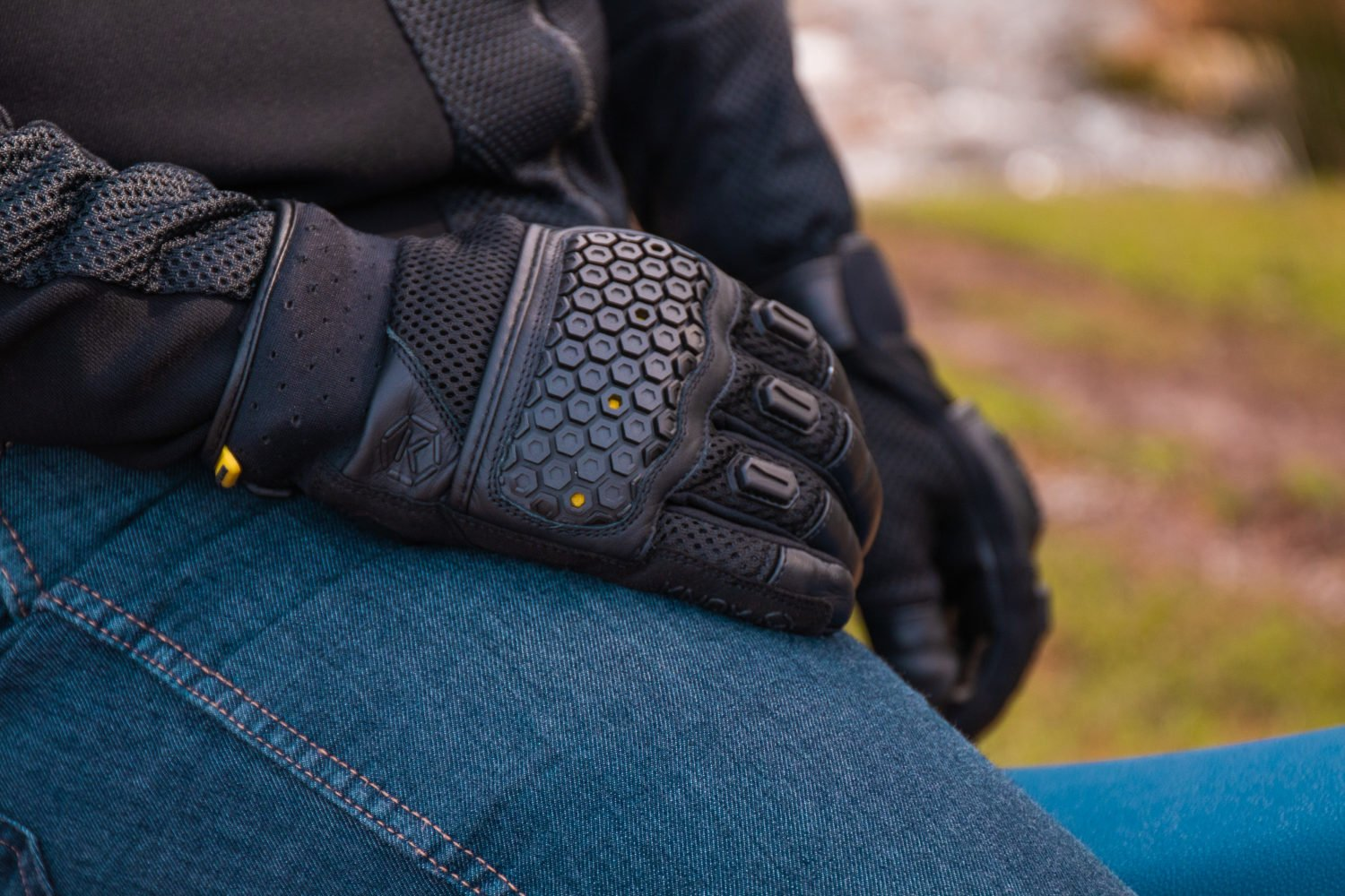 Urbane Pro Glove – Off road feel with on road protection.