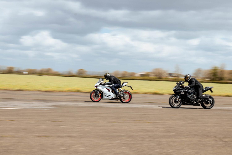 Ducati Panigale V2 vs Suzuki GSXR 750